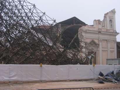 La chiesa crollata