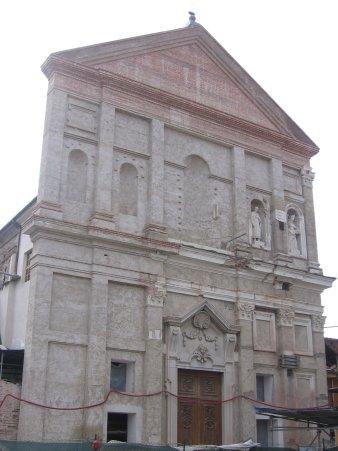 Facciata in ricostruzione della chiesa di Nole