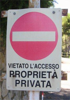 cartello proprietà privata vietato accesso